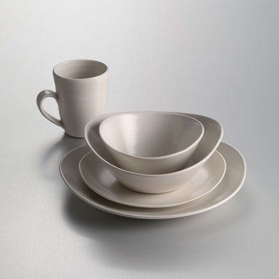 Barre Dinnerware in Alabaster & The Art of Glassblowing: Simon Pearce | Gracious Style Blog