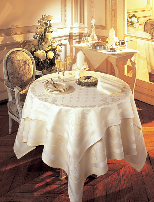 Triomphe Cotton Damask Tablecloth