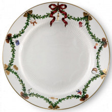 Star Fluted Christmas Dinnerware | Gracious Style