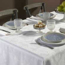 Brooklyn Stain-Resistant Table Linens, White | Gracious Style