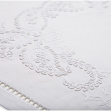 Cachemire (Cashmere) White Embroidered Table Linens | Gracious Style