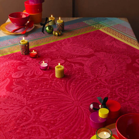 Isaphire Rubis Green Sweet Stain-Resistant Table Linens | Gracious Style