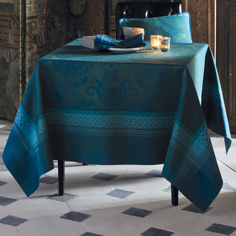 Isaphire Emeraude Green Sweet Stain-Resistant Damask Table Linens | Gracious Style