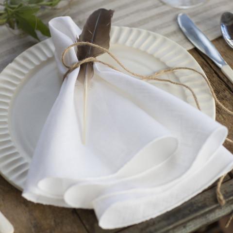 Pure Linen Round 22 in round White, Set of Four | Gracious Style