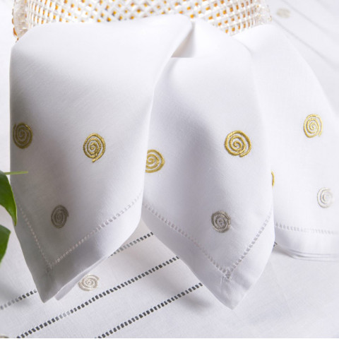 Labyrinthe White Embroidered Table Linens | Gracious Style