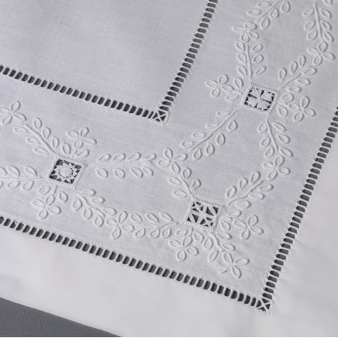 Trefles (Clover) White Embroidered Table Linens | Gracious Style